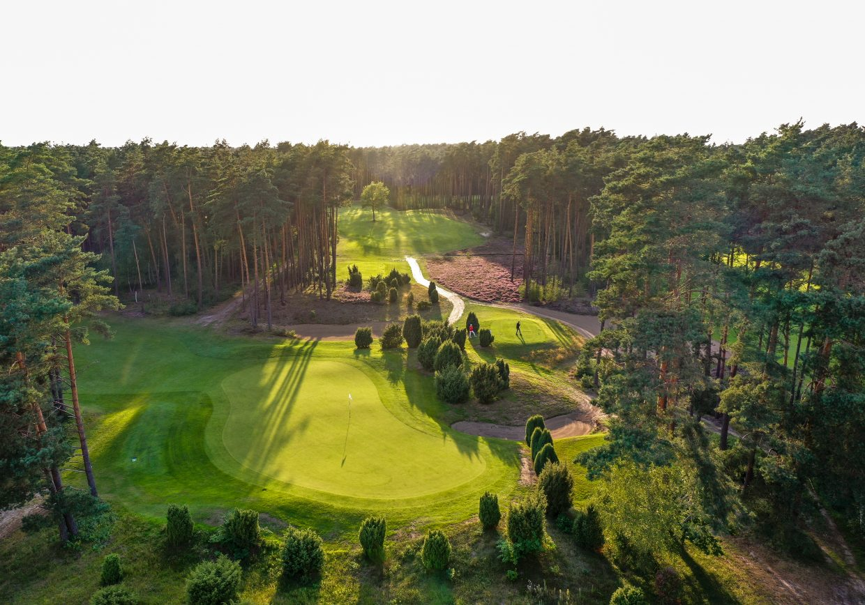 Sonnenuntergang im Golfclub GC St. Dionys